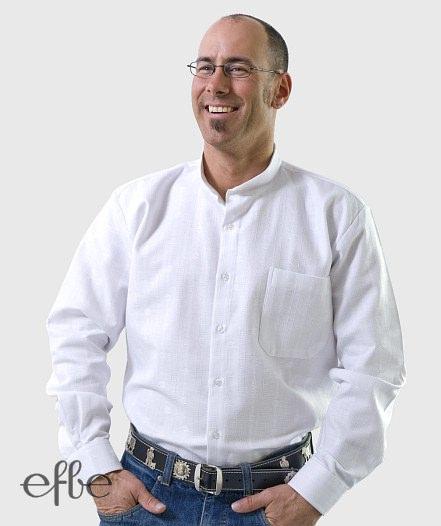 Langarm weißes Hemd mit großer Brusttasche vorne