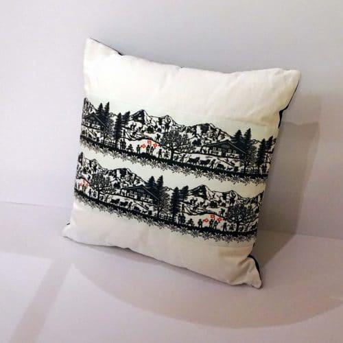 sofakissen mit scherenschnitt verzierung alpenroesli. Black Bedroom Furniture Sets. Home Design Ideas